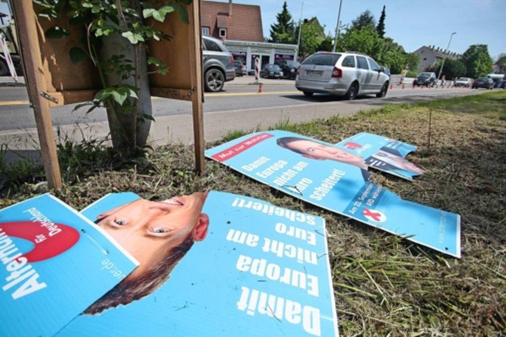 Zerstörung von AfD-Wahlplakaten